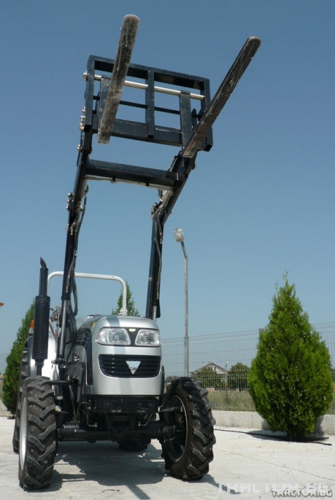 Машини за ферми TB404R с виличен повдигач 2