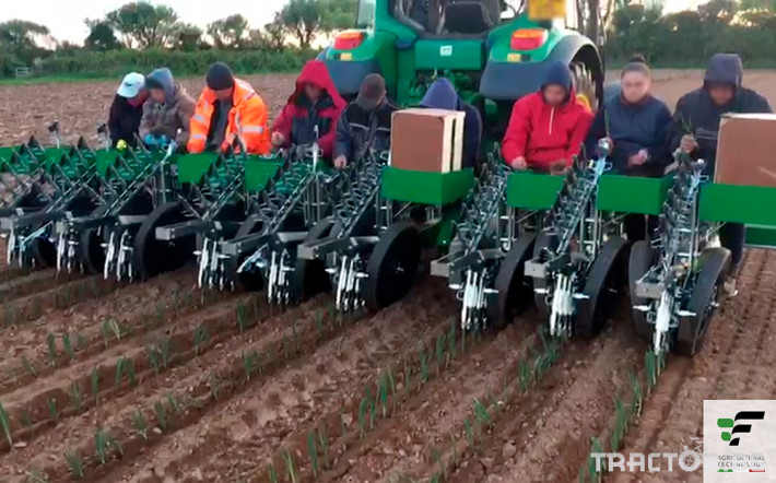 Машини за зеленчуци Полуавтоматична разсадопосадачна машина FEDELE BIG 8 - Трактор БГ
